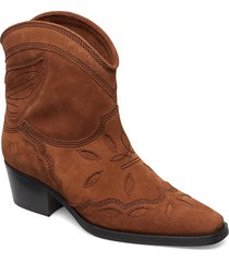 low texas shoes boots ankle boots ankle boot - heel brun ganni