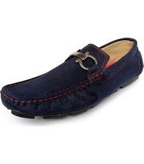 zapato hombre tipo mocasín azul outfit gamuza