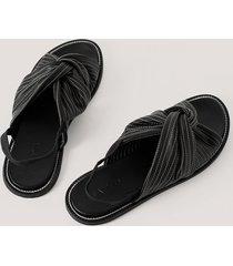 na-kd shoes lädersandal med knut- och sömdetaljer - black