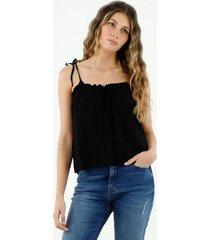 camisa de mujer, cuello redondo, con tirantes delgados para anudar, color negro