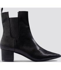 emilie briting x na-kd satin ankle boots - black