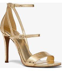 mk sandalo cardi in pelle stampa serpente metallizzata - oro pallido (oro) - michael kors