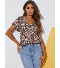 camiseta de manga corta con cuello en v de leopardo yoins