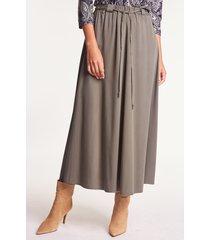 rozkloszowana spódnica midi w kolorze khaki