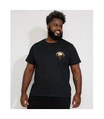 "camiseta masculina plus size manga curta gola careca flor fireflies in the sky"" preta"""
