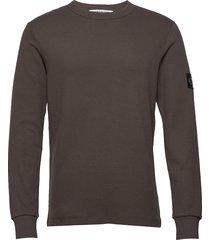 monogram badge ls tee sweat-shirt tröja brun calvin klein jeans