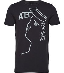 ams blauw washed rocker tee with seasonal artworks t-shirts short-sleeved svart scotch & soda