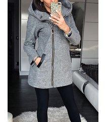 abrigo gris con capucha y cremallera diseño abrigo de manga larga
