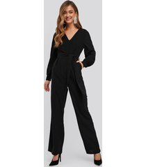na-kd party v-neck fitted waist jumpsuit - black