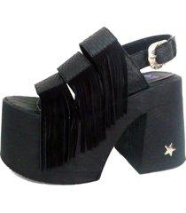 sandalia negra supercompras flecos