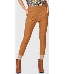 pantalón marrón nylon