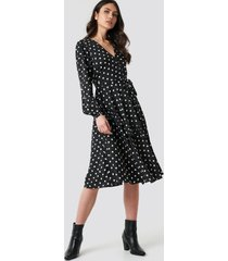 na-kd boho wrapped dot midi dress - black