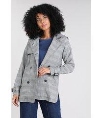 casaco trench coat feminino estampado xadrez com capuz preto