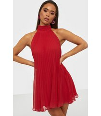 nly trend flowy pleated dress skater dresses
