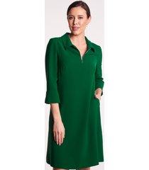 zielona sukienka z kołnierzykiem