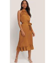 trendyol klänning med bältesdetalj - copper