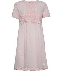 finest embroidery dress knälång klänning rosa odd molly