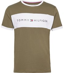 cn ss tee logo flag t-shirts short-sleeved grön tommy hilfiger