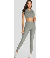 legging ajustado gris con cintura elástica