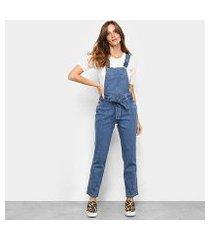 macacão jeans biotipo longo com amarração feminino