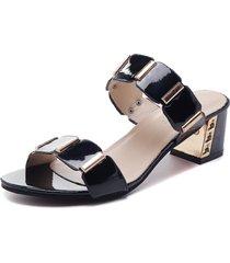 sandali con tacco quadrato in metallo con lacci laterali