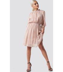 na-kd boho high neck elastic waist puff dress - pink