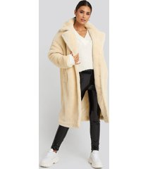 gerda x na-kd faux fur coat - white