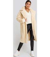 gerda x na-kd faux fur coat - white