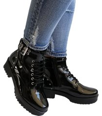 botas en charol outfit hipster negro