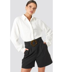 na-kd trend asymmetric buckle belted shorts - black