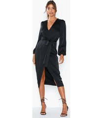 nly eve on my mind satin dress loose fit