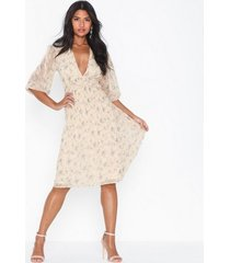 nly eve flower balloon sleeve dress loose fit