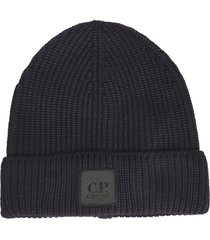 c.p. company knit logo patched beanie