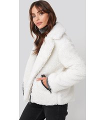 hannalicious x na-kd short faux fur belted biker jacket - white