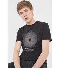 camiseta dudalina on the radar preta - preto - masculino - algodã£o - dafiti