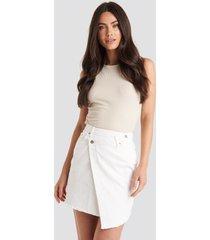 na-kd assymetric closure denim skirt - white