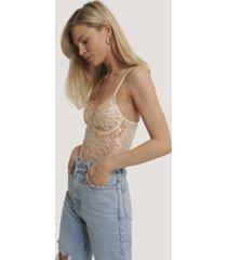 na-kd lingerie bodysuit med v-string, rå kant och spetskupor - offwhite
