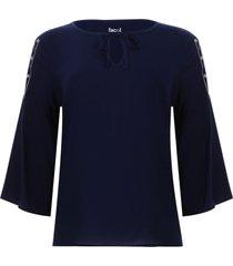 blusa con screen en manga color azul, talla 6