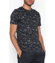 selected homme slhkim aop ss o-neck tee b ex t-shirts & linnen svart