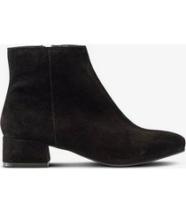 boots nellie