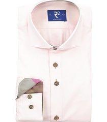 r2 shirt roze met contrastknopen