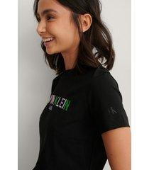 calvin klein ekologisk t-shirt med logga - black