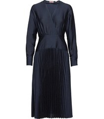 feminine dress with pleated skirt in structured quality dresses evening dresses blå scotch & soda