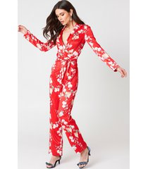 hannalicious x na-kd blazer satin jumpsuit - red,multicolor