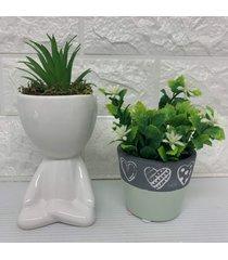 conjunto decorativo de vaso coração com detalhe verde e bob branco com suculenta