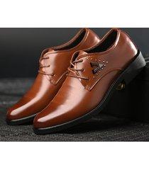 scarpe eleganti da uomo eleganti in metallo con decorazione in pizzo