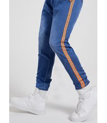 hombres, raya lateral, cremallera frontal jeans