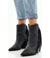 botas de mujer caña media, con flecos decorativos, color negro