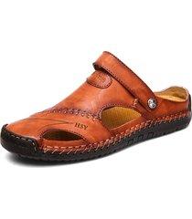 sandali in pelle con cucito