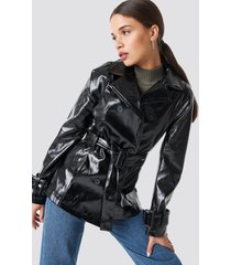 na-kd trend belted short pu jacket - black